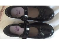 Girls Clarkes black shoes size 10.5 f.good clean tidy condition perfect school shoe