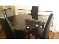 *** GOOD CONDITION Glass Dining Table and 4 x Chairs ***