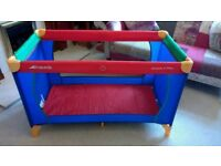 Hauk dream and play travel cot