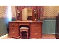 Quality Younger furniture solid cherry wood dressing table/desk