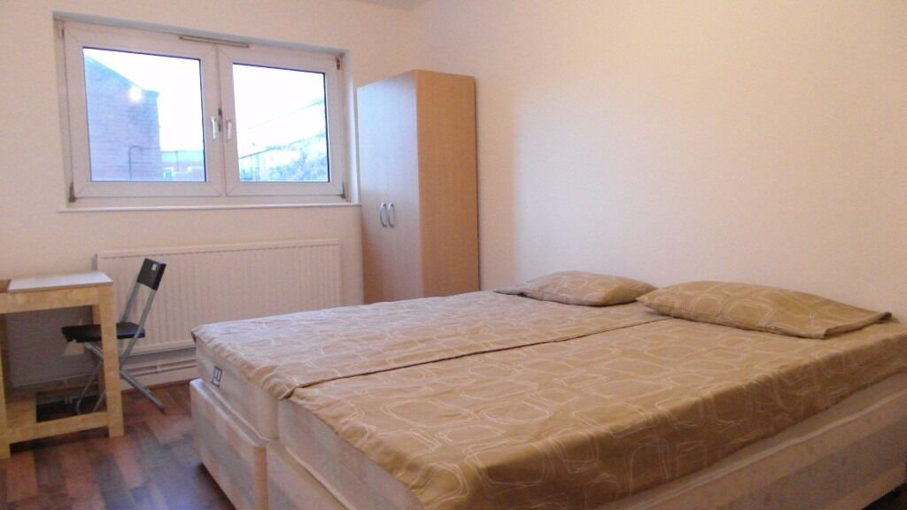Twin or double room available in Bow road station. £195pw ll incl