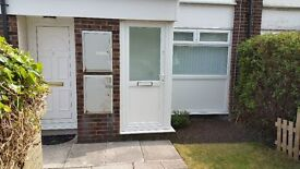 1 bedroom ground foor flat to rent with private back garden! L5