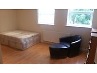 SPACIOUS Studio Flat Off WEST GREEN ROAD - 10 Mins From PICCADILLY LINE! (All Bills Included)