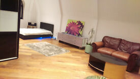 Queen size Double room 45-48m2 = 500sf. central reading rg1 kings road , all bills included Flat 1