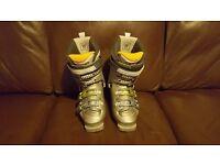 Salomon womens ski boots - size 4