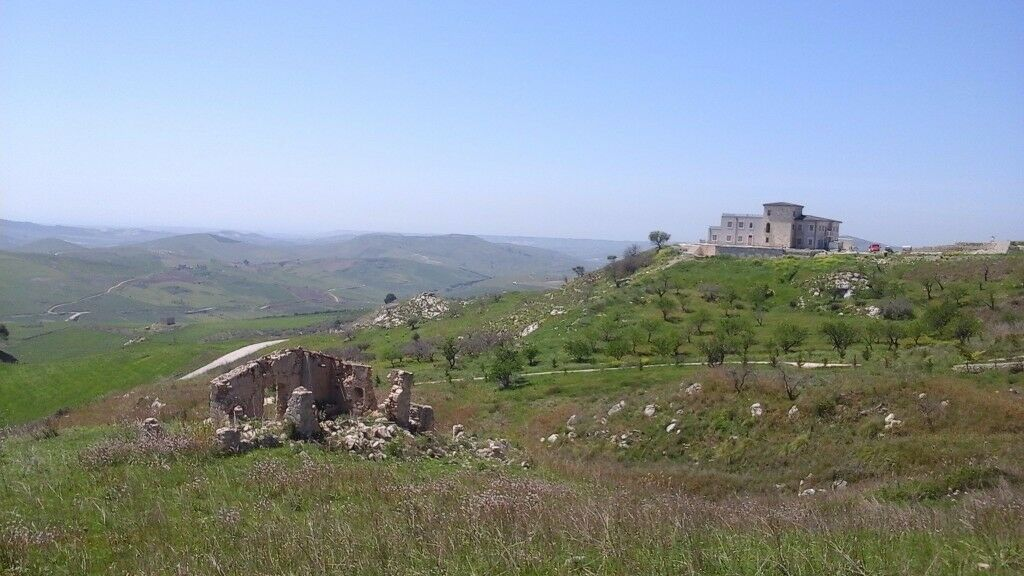 Land with Ruin for sale, 40sq ruin with 5 arces of Agricultural land in Sicily, Italy