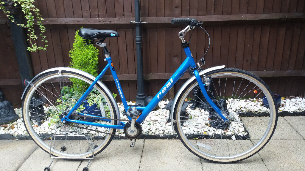 Womens real breeze hybrid city bikein Southampton, HampshireGumtree - Womens real breeze hybrid city bike 21 inch step through frame 700 c wheels fully serviced lovely condition Collection eastleigh