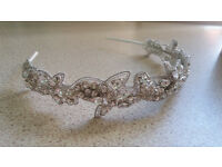 Beautiful never worn headband style tiara complete with box, with tags.