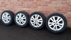 Alloy wheels with locking wheel bolts
