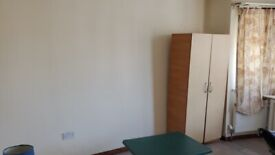 £550 a month large master double room including all bills fully furnished