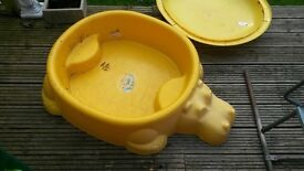 Hippo sandpit and lid