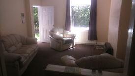 2 Bed house to let, Longwood Road, Huddersfield £100 per week, No pets.