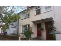 3 bedroom house in Humes Avenue, London, W7 (3 bed)