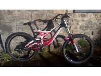2012 Specialized Demo 2 downhill bike bycycle with upgrades