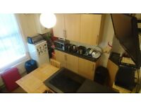 Nicely Presented 1 Bedroom Furnished Flat Located Within Walking Distance to the Town Centre.