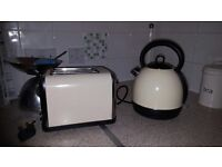 Cream kettle and matching toaster