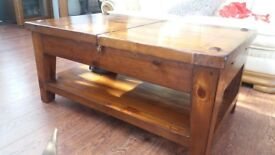 Really nice extendable coffee table. L 110cm extending to 140cm. W 70cm. H 50cm.