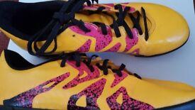 Girsl football shoes / size 4