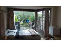 Large EN-SUITE double room in Hendon Central