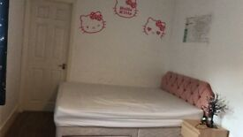 Large bedroom to rent with ensuite near tower bridge road
