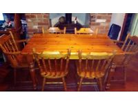 solid pine farmhouse dining table with 6 solid pine chairs ( 2 masters ) great condition
