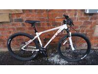 GT Avalanche Mountain Bike (M) - £650 Bike