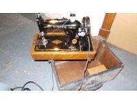 Vintage Singer Sewing Machine in original Trunk