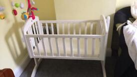 Swinging cot/bed
