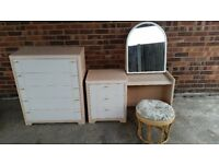 CREAM AND WHITE DRESSING TABLE WITH MIRROR AND MATCHING CHEST OF DRAWERS (5 DRAWERS)