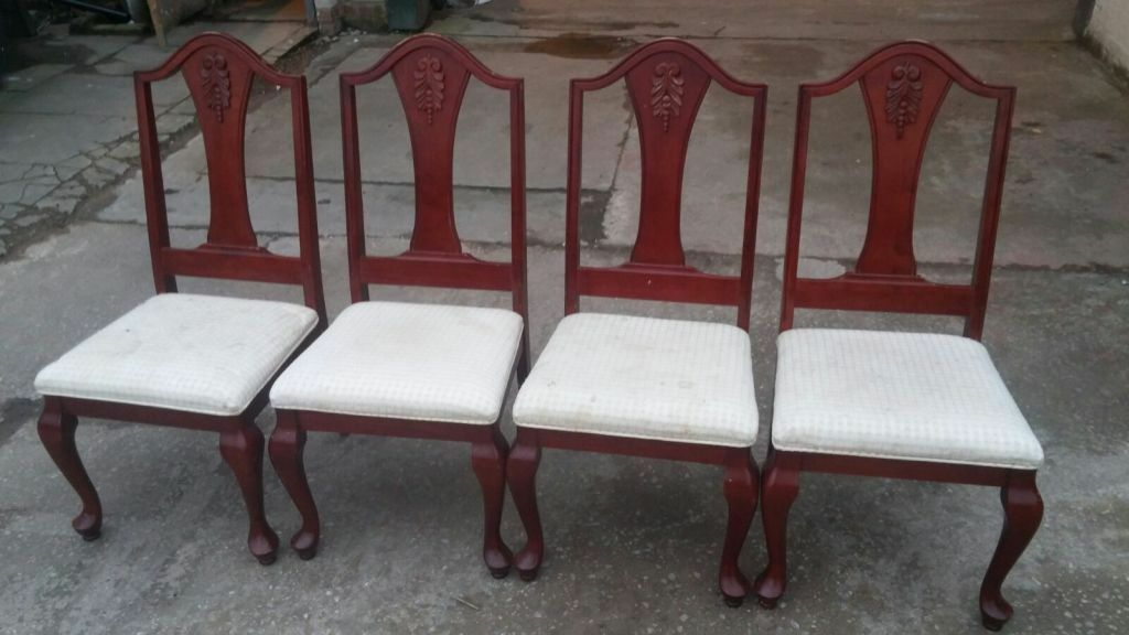 4 SOLID WOOD CHAIRS WITH ORNAMENTS - PROJECT