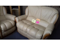 Leather Settee & Chair / Suite's / Sofa / Very Good Condition... LOCAL DELIVERY...