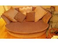 Round love sofa