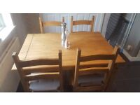 Lovely kitchen/dining table and 4 chairs