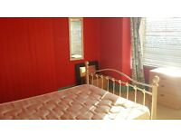 Double room to let in Porth, suitable for single person. Parking available on side road.