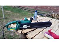 Chain saw for sale only(3weeks old ) been used to cut logs ..extra chain included