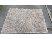 Shaggy rug in good condition sizeb120cm x170 cqn deliver!