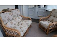 CANE 5 PIECE CONSERVATORY. FURNITURE IN EXCELLENT CONDITION