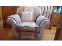 Reduced price - 3 Piece Suite (Settee/ sofa & armchairs)