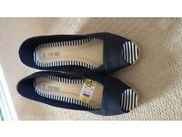 Size 6 open toed wedge shoes