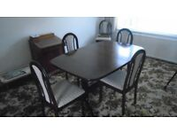 Striking dark wood extending dining table with 6 matching chairs. Lovely condition