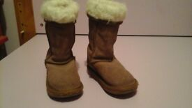 genuine girls emu boots uk size 7 worn but well looked after