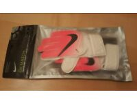 Childrens Junior Nike GK Match Youth Football Goalkeeper Gloves Size 4 Pink White Black
