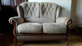 Immaculate Mini Divani Queen Ann Fabric & Leather Suite (Cost approx £1,700)