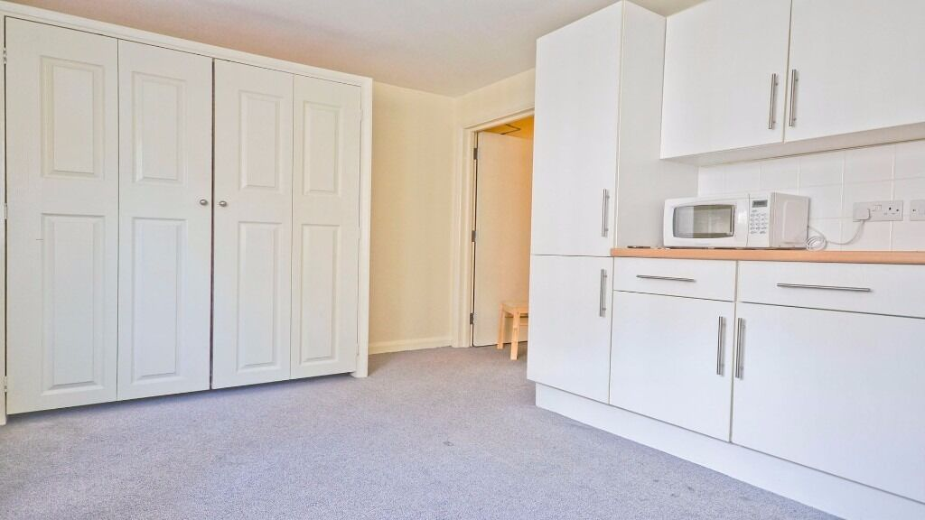 STUDIO AVAILABLE NOW!! FOLD AWAY BED!! FURNISHED!! INC WATER & ELEC!! HOLLOWAY ROAD, ISLINGTON, N7!!