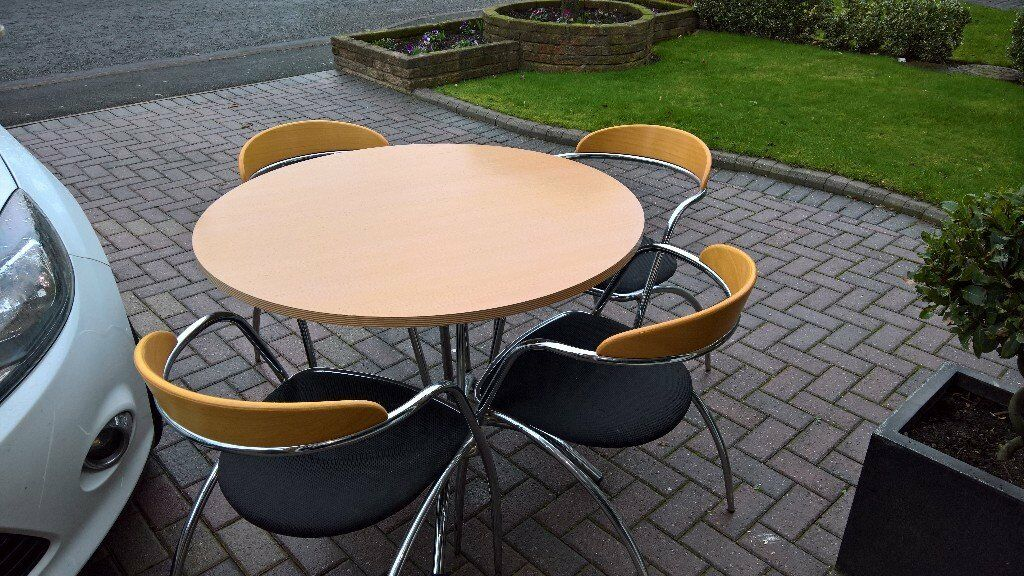 Effezeta Round Oak Kitchen Table With 4 Chrome Frame Chairs