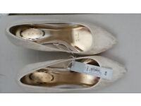 Elegant ivory bridal/bridesmaid shoes size 6