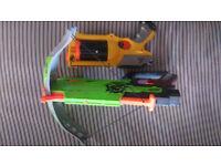 NERF GUNS Zombiestrike Crossbow & Maverick Blaster