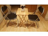 2 Folding chairs + folding table