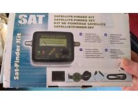 Satellite finder with compass