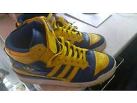 ADIDAS HIGH TOPS SIZE 9